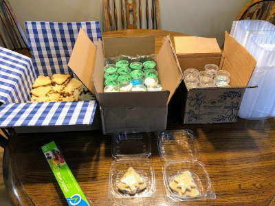 decorating cookies: kit assembly line